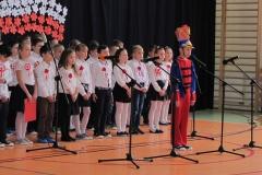 występy uczniów na akademii z okazji Święta Niepodległości