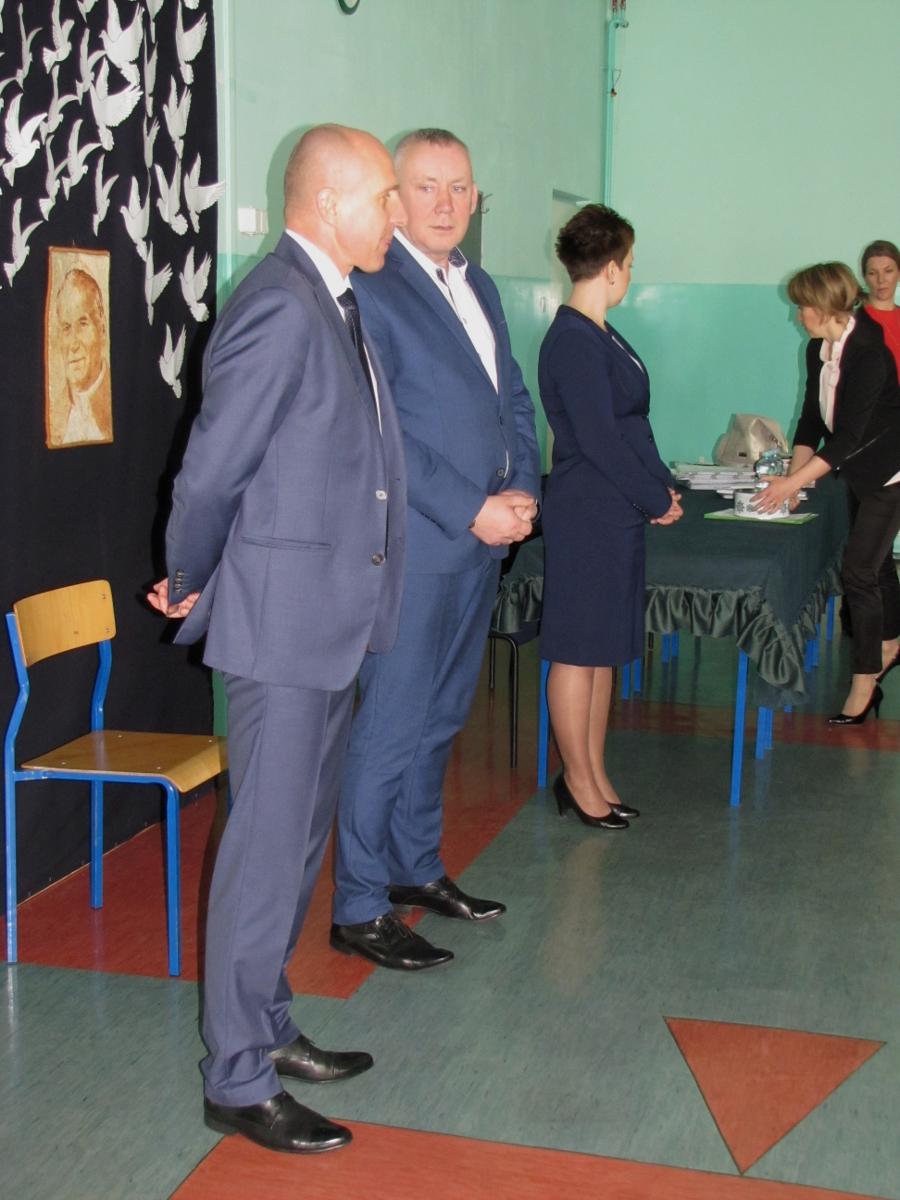 egzamin gimnazjalny (dyrektor i wójt gminy Gowarczów