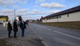 Więcej o: Będzie remont drogi wojewódzkiej przez centrum Gowarczowa
