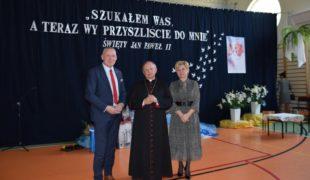Więcej o: Uroczystości nadania imienia Szkole Podstawowej w Gowarczowie