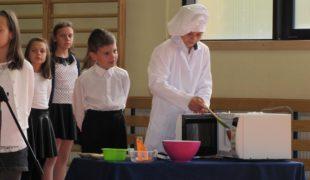 Więcej o: Uroczystości w Szkole Podstawowej w Gowarczowie