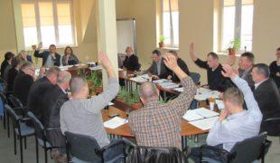 Więcej o: Burzliwa sesja Rady Gminy Gowarczów