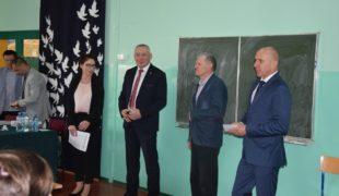 Więcej o: Egzaminy gimnazjalne w Gowarczowie