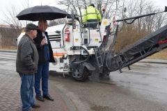 Wójt Gminy Gowarczów dogląd remontów dróg na terenie gminy