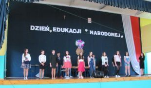 """Więcej o: """"W ogrodzie wdzięczności"""" Dzień Edukacji Narodowej w Gowarczowie"""
